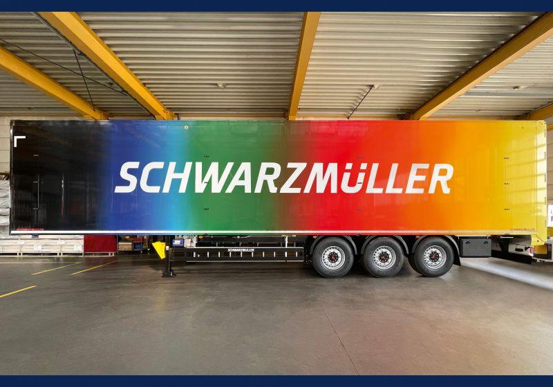 Ein Hingucker für die Mietflotte Schwarzmüller LKW